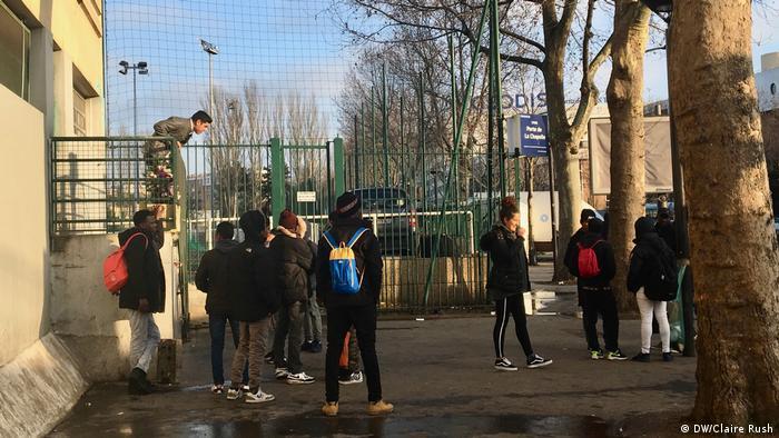 Jóvenes en un suburbio de París.