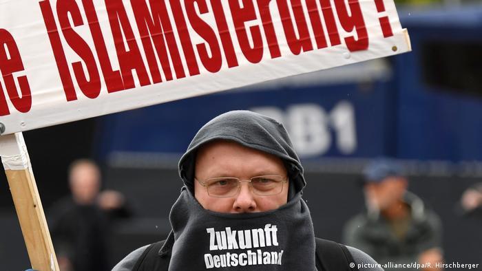 AfD-Kundgebung vor dem Filmmuseum Potsdam