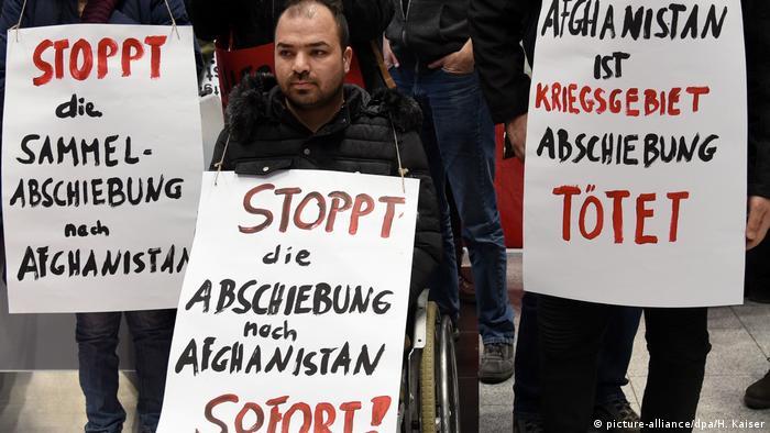 تجمع اعتراضی به بازگرداندن پناهجویان افغان به کشورشان در دوسلدورف
