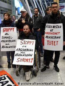 Deutschland Düsseldorf Protest gegen Sammelabschiebungen nach Afghanistan
