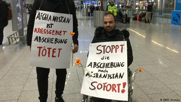 Protest at Düsseldorf airport against deportations to Afghanistan