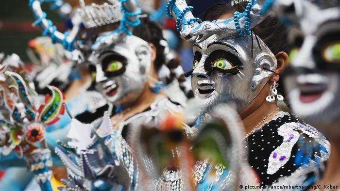 Bolivien Karneval in Oruro (picture-alliance/robertharding/C. Kober)