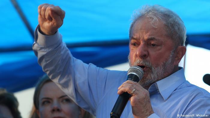Não vou falar do meu processo, não vou falar da Justiça, primeiro porque tenho advogados competentes que já provaram minha inocência, segundo porque acredito que aqueles que vão votar deverão se ater aos autos do processo, e não convicções políticas de cada um, disse Lula em Porto Alegre, diante milhares de manifestantes no ato público em sua defesa.