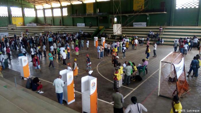 Assembleia de voto no pavilhão desportivo do Clube Ferroviário de Nampula
