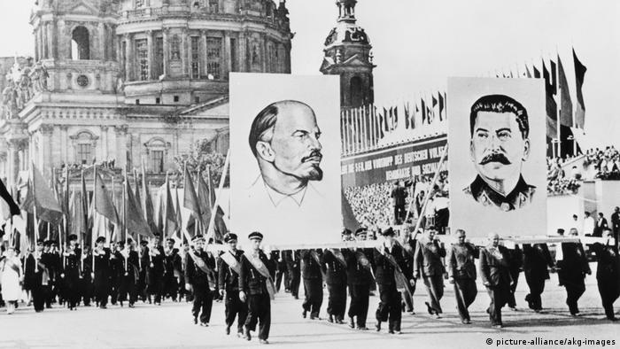 1952 год. Партийно-комсомольская демонстрация в Восточном Берлине