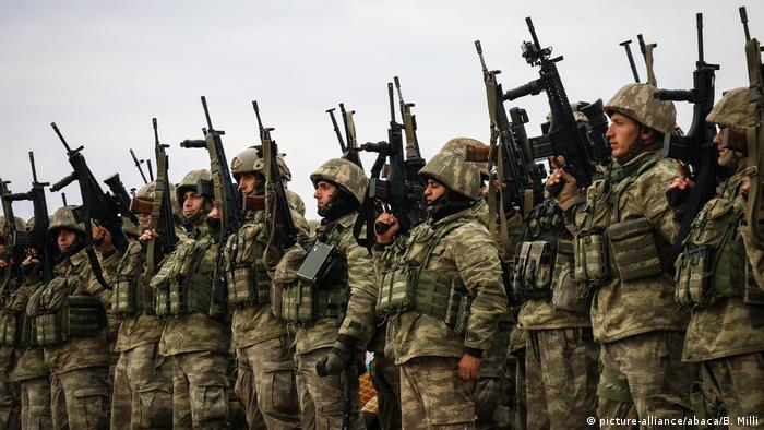 Turkish fighters before taking part in Operation Olive Branch (picture-alliance/abaca/B. Milli)
