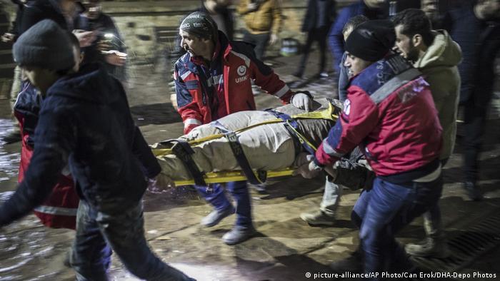 Türkei Raketenangriff Kilis - Grenze zu Syrien (picture-alliance/AP Photo/Can Erok/DHA-Depo Photos)