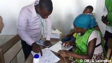 Mosambik Nampula - Wahlbeobachter übertragen Wählerlisten