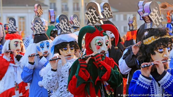 Schweiz Karneval in Basel (picture-alliance/robertharding/H.P. Merten)