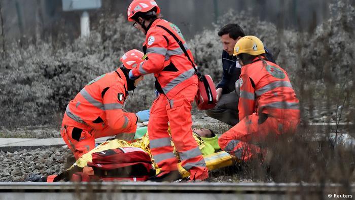 Итальянские спасатели на месте аварии (фото из архива)