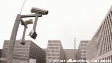 ARCHIV - Blick auf das Gebäude der neuen Zentrale des Bundesnachrichtendienstes (BND) am 27.04.2015 in Berlin. (zu dpa Innenansichten aus dem Reich der Geheimen vom 16.01.2018) Foto: Jörg Carstensen/dpa +++(c) dpa - Bildfunk+++ | Verwendung weltweit
