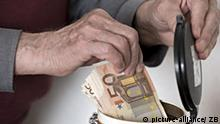 Symbolbild Rente Rentner Geld Kaffeedose
