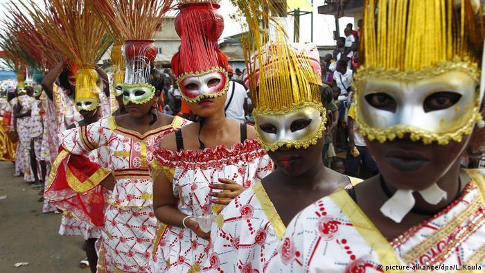 Elfenbeinküste Karneval of Bonoua (picture-alliance/dpa/L. Koula)