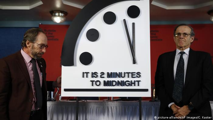 USA Washington Doomsday Clock Lawrence Krauss und Robert Rosner (picture-alliance/AP Images/C. Kaster)