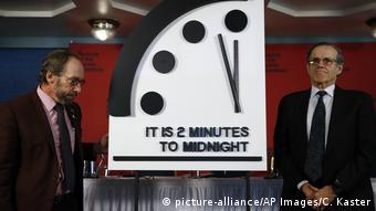 USA Washington Doomsday Clock Lawrence Krauss and Robert Rosner (picture-alliance/AP Images/C. Kaster)
