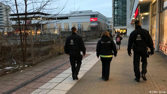 Deutschland Cottbus Polizisten