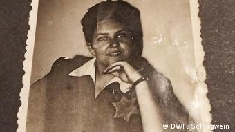 Eva Kiss Ende 1944 mit Judenstern