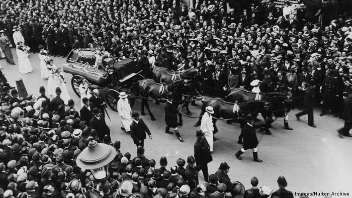 Uk Suffragetten | Beerdigung von Emily Davison 1913 (Getty Images/Hulton Archive)