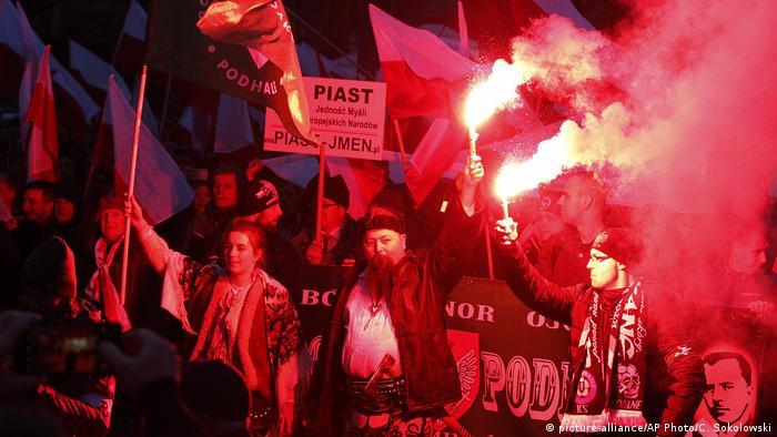 Polish Neo Nazis (picture-alliance/AP Photo/C. Sokolowski)