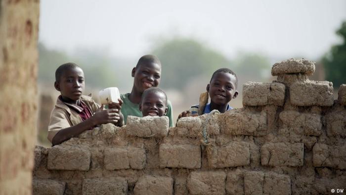 DW eco@africa Sendung 96 Solarlampen