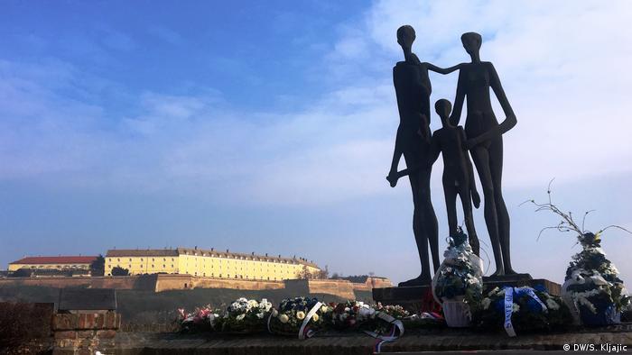 Serbien Denkmal Opfer der Razzia