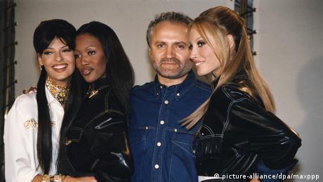Gianni Versace with the models Linda Evangelista and Naomi Campbell