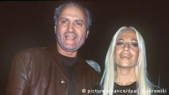 Gianni Versace with his sister Donatella (picture-alliance/dpa/J. Dabrowski)