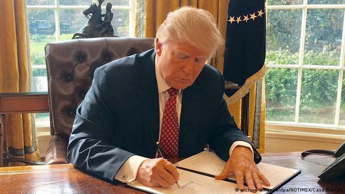 USA Donald Trump erneuert Einreiseverbot