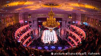 Blick in den Saal der Semperoper (picture-alliance/dpa/S. Kahnert)