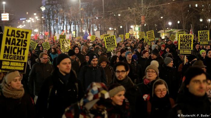 Österreich Wien Protest gegen Akademikerball der FPÖ (Reuters/H.-P. Bader)