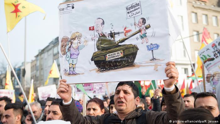 Kurden-Demo gegen türkische Militäroffensive (picture-alliance/dpa/R. Jensen)