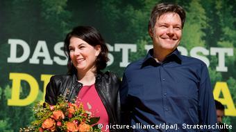 Deutschland | Kandidaten für die neue Grünen-Spitze Robert Habeck und Annalena Baerbock (picture-alliance/dpa/J. Stratenschulte)