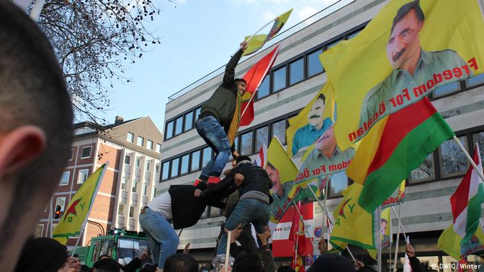 Banned Kurdish flags in Cologne