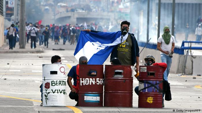Honduras | Tränengaseinsatz gegen Demonstranten in Honduras (Getty Images/AFP)