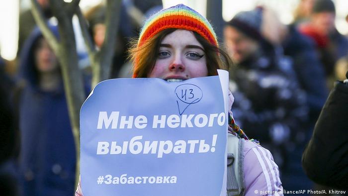 Protester in Vladivostok (picture-alliance/AP Photo/A. Khitrov)