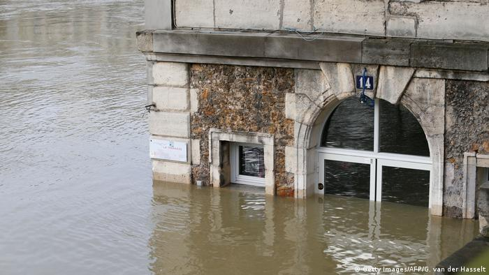 Frankreich | Hochwasser in Paris (Getty Images/AFP/G. van der Hasselt)