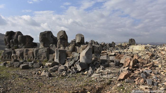 Türkische Armee nimmt Berg Baraja in Syrien ein (picture alliance/AP/ANHA )
