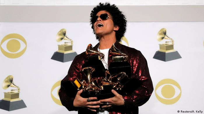 Bruno Mars hold six of seven Grammy Awards (Reuters/A. Kelly)