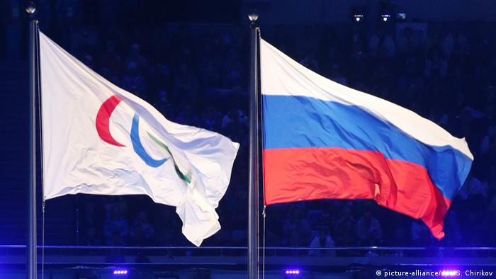 Флаги Паралимпийских игр и РФ