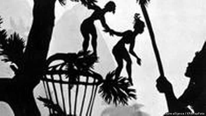 Ilustração em preto e branco mostra silhueta de pessoas e árvore com folhas