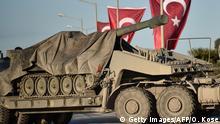 Türkei Panzer werden zur Grenze mit Syrien transportiert