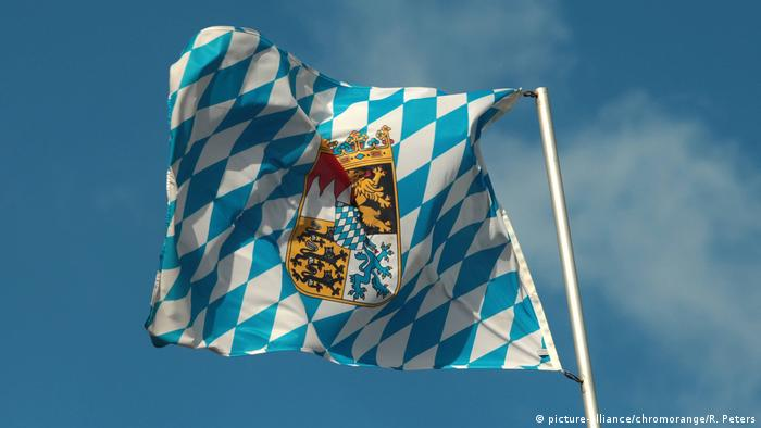 Flag of the Free State of Bavaria (picture-alliance/chromorange/R. Peters)