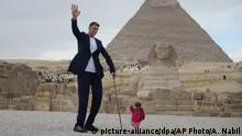 Ägypten der größte Mann trifft auf die kleinste Frau der Welt