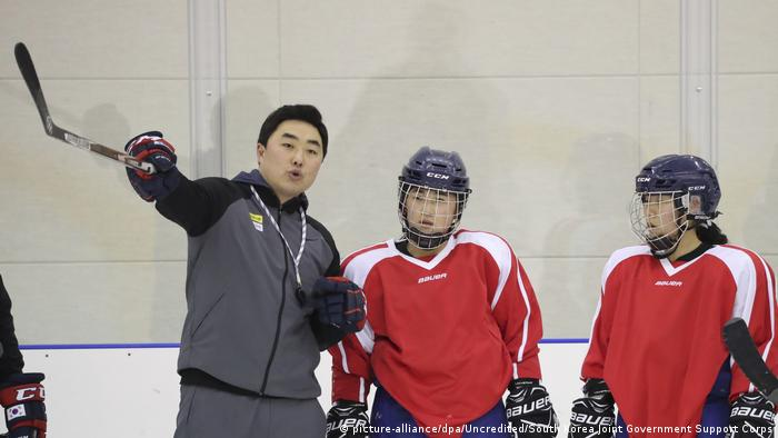 Nordkorea schickt Eishockey-Spielerinnen zu Olympia in Südkorea (picture-alliance/dpa/Uncredited/South Korea Joint Government Support Corps)