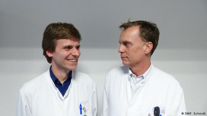 Immunologist Julian Zimmerman (left) and neurologist Ullrich Wüllner (right)
