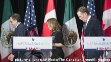 Foreign Affairs Minister Chrystia Freeland leaves the stage with United States Trade Representative Robert Lighthizer, right, and Mexico's Secretary of Economy Ildefonso Guajardo Villarrea after delivering statements to the media during the sixth round of negotiations for a new North American Free Trade Agreement in Montreal, Monday, Jan. 29, 2018. (Graham Hughes/The Canadian Press via AP) |