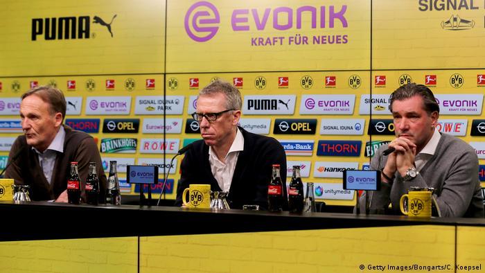 Deutschland Joachim Watzke, Peter Stöger und Michael Zorc in Dortmund