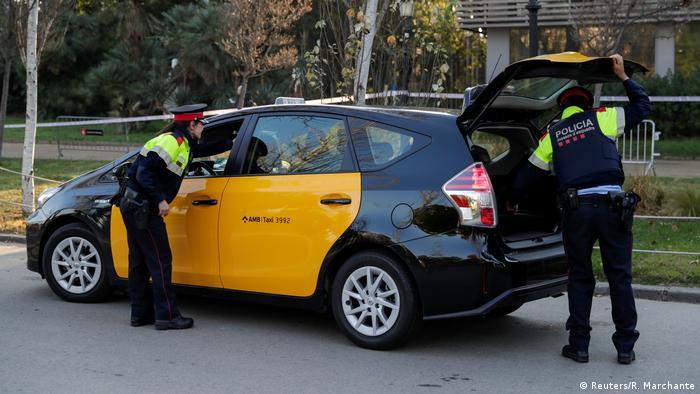 Spanien Sicherheitskontrollen vor dem Parlament in Barcelona