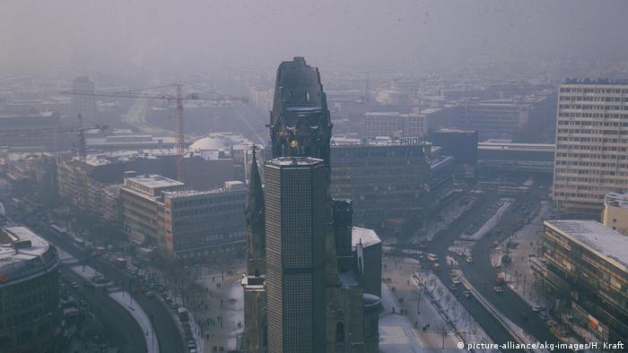 Berlin, Gedächtniskirche bei Smog, 1987