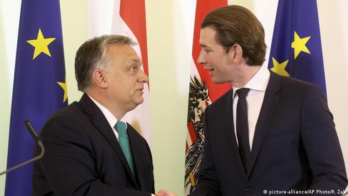 Österreich Knzler Sebastian Kurz empfängt ungarischer Ministerpräsident Viktor Orban (picture-alliance/AP Photo/R. Zak)